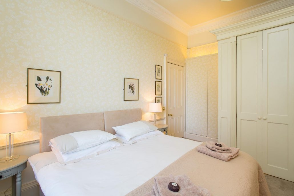 Saxe coburg apartment holiday rental in edinburgh for 2 master bedroom apartments